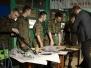 Zajęcia uczniów XVI LO na strzelnicy - budowa i konserwacja karabinu AK wz. 47